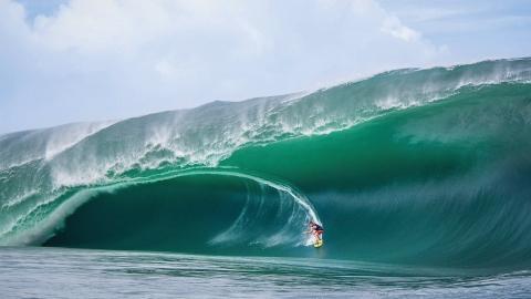 Rå surf från Tahiti